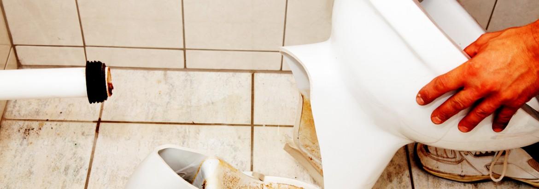 signs of a broken toilet